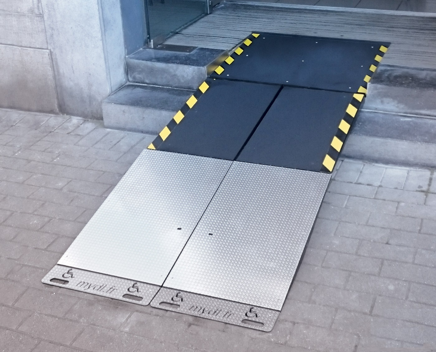 Ramp PMR (rampe PMR)with a solid and more resistant appearance