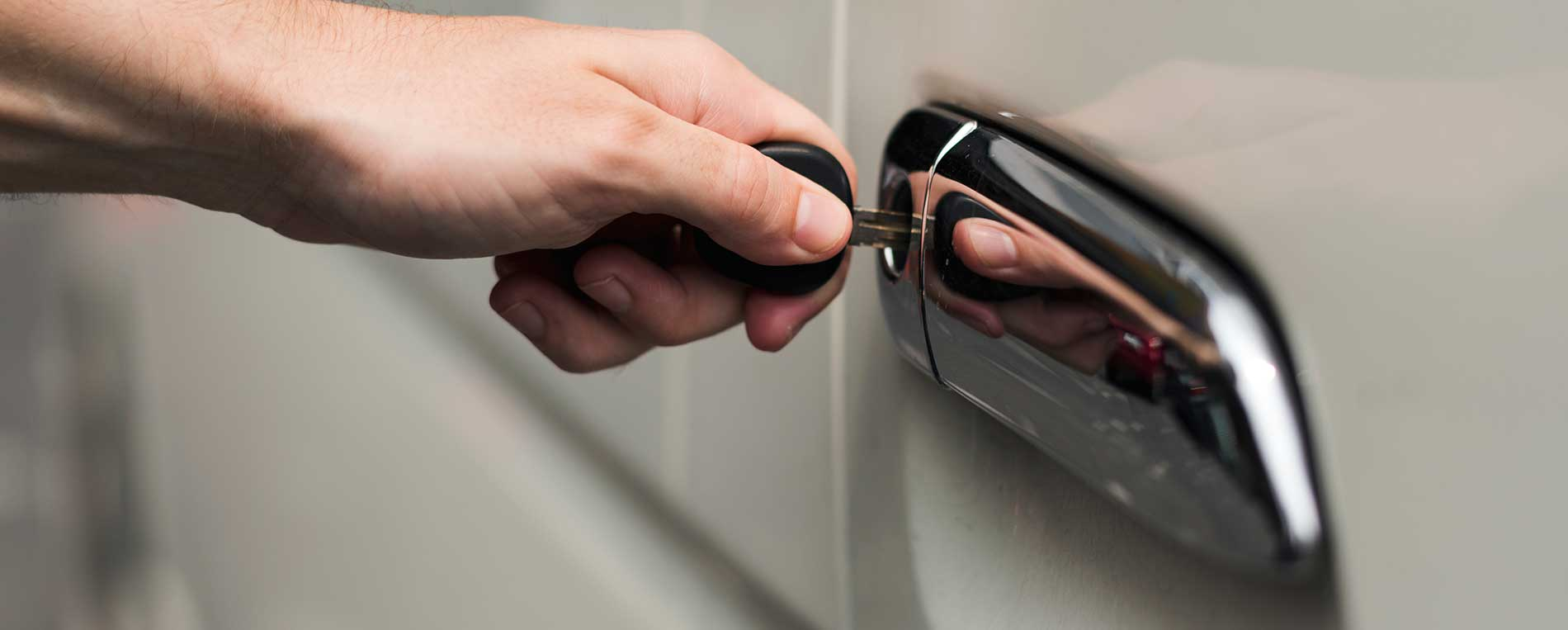Enjoy the best benefits safely and reliably related to a car locksmith